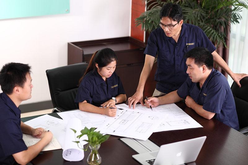 BESPLATNI DIZAJN SISTEMA I QUOTE Besplatne usluge dizajna i citiranja pružaju naši GOMON tehnički timovi. Mi smo uvek tu da vam pomognemo i ponudimo savete gde je to potrebno, samo nas pozovite ili pošaljite e-poštu, kako bismo mogli da počnemo. Naš GOMON tehnički tim će dizajnirati sistem tople vode posebno za vaš dom. Sretni smo da vas savjetujemo o najboljem sistemskom rješenju za postizanje Vaših ciljeva, čak i ako to znači preporuku alternativnih rješenja za toplu vodu.